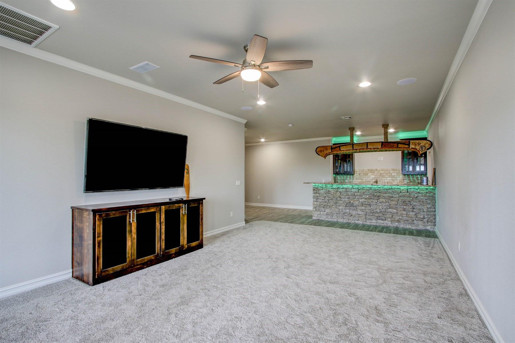 basement-game-bar-49527515