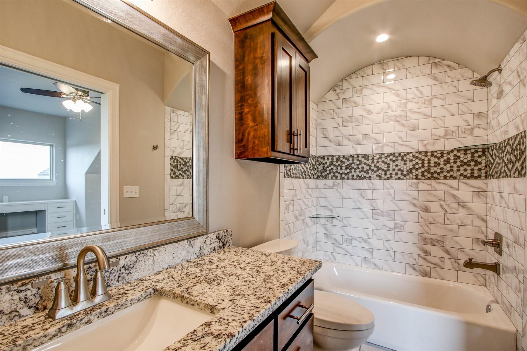 bathroom-49527469