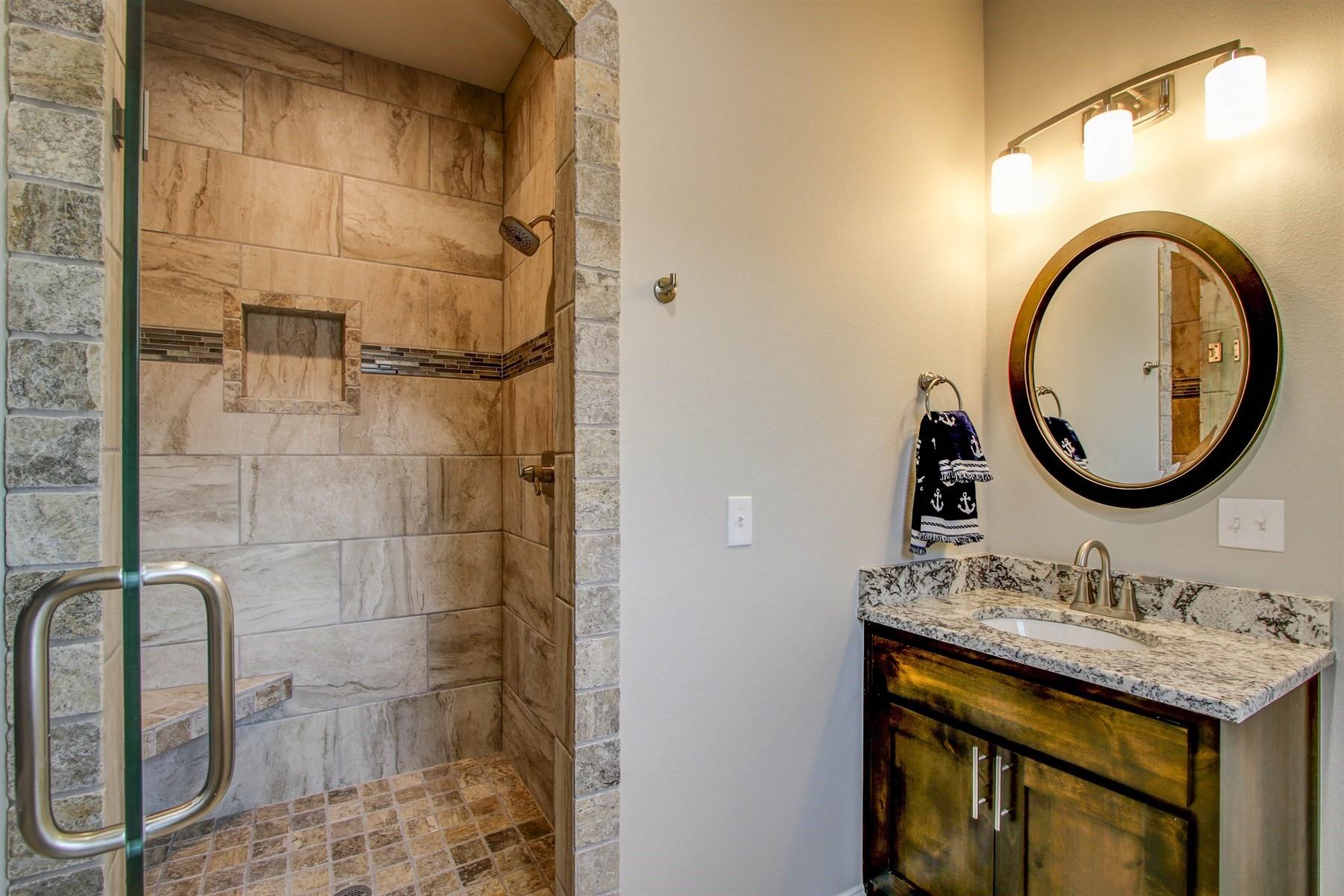 bathroom-49527499