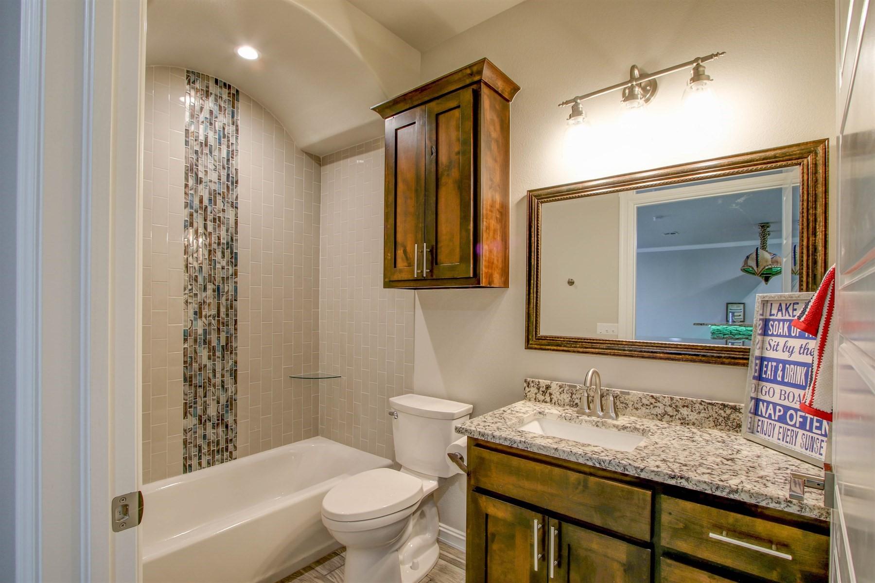 bathroom-basement-49527520