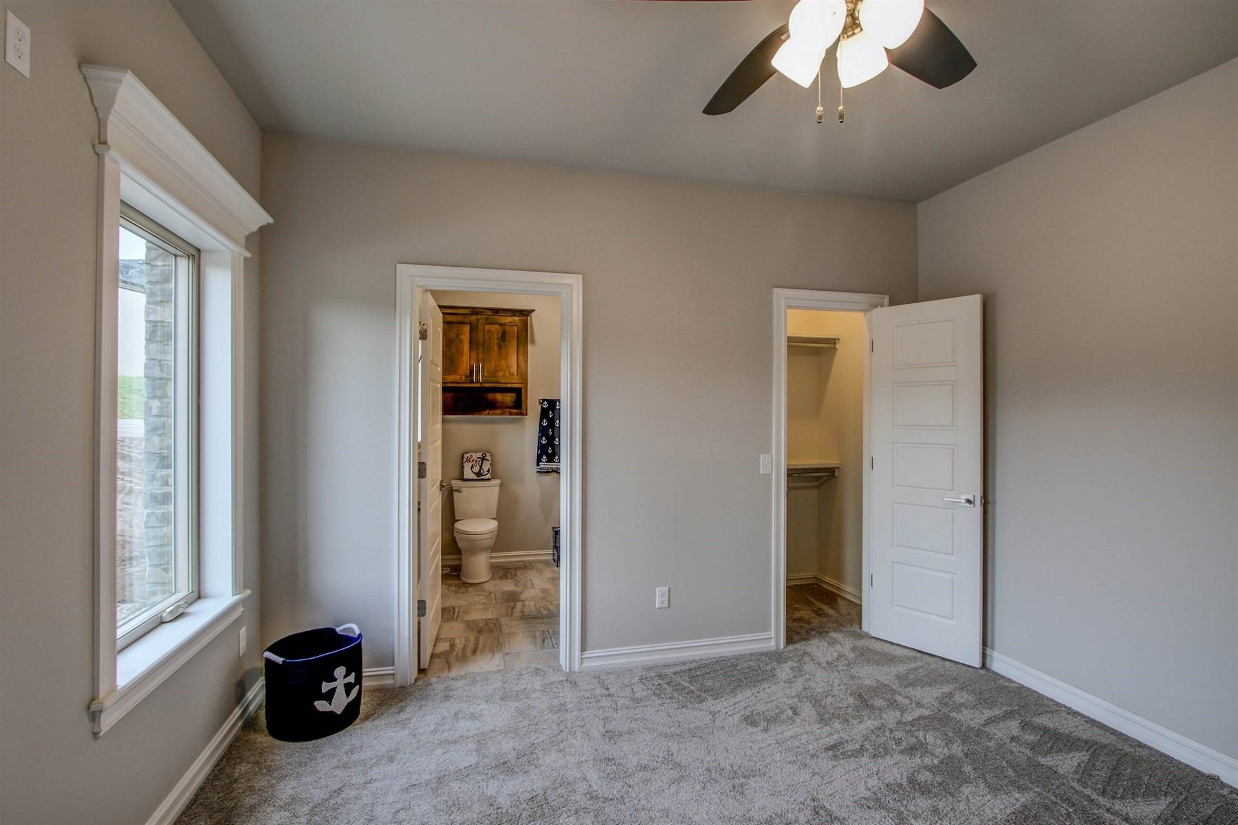 bedroom-49527498