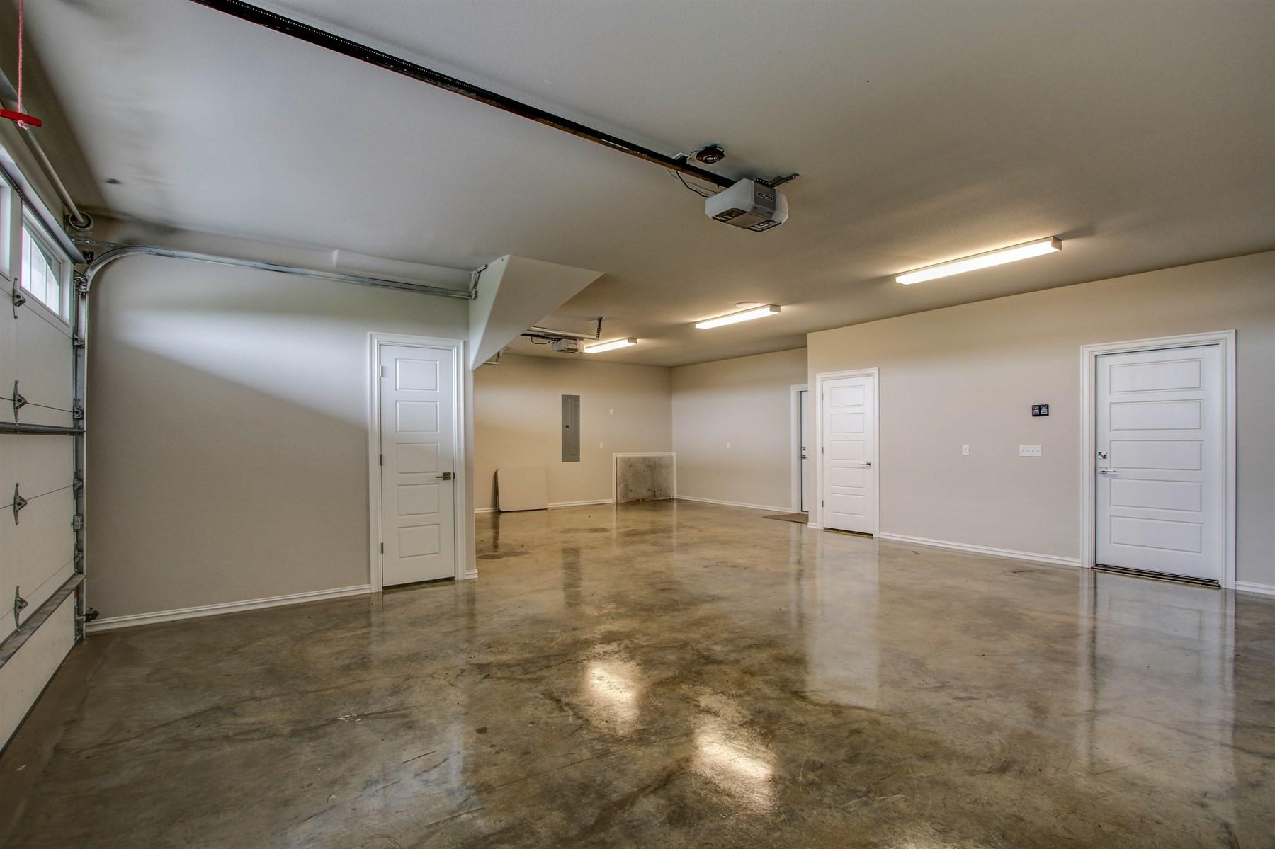 garage-49527521