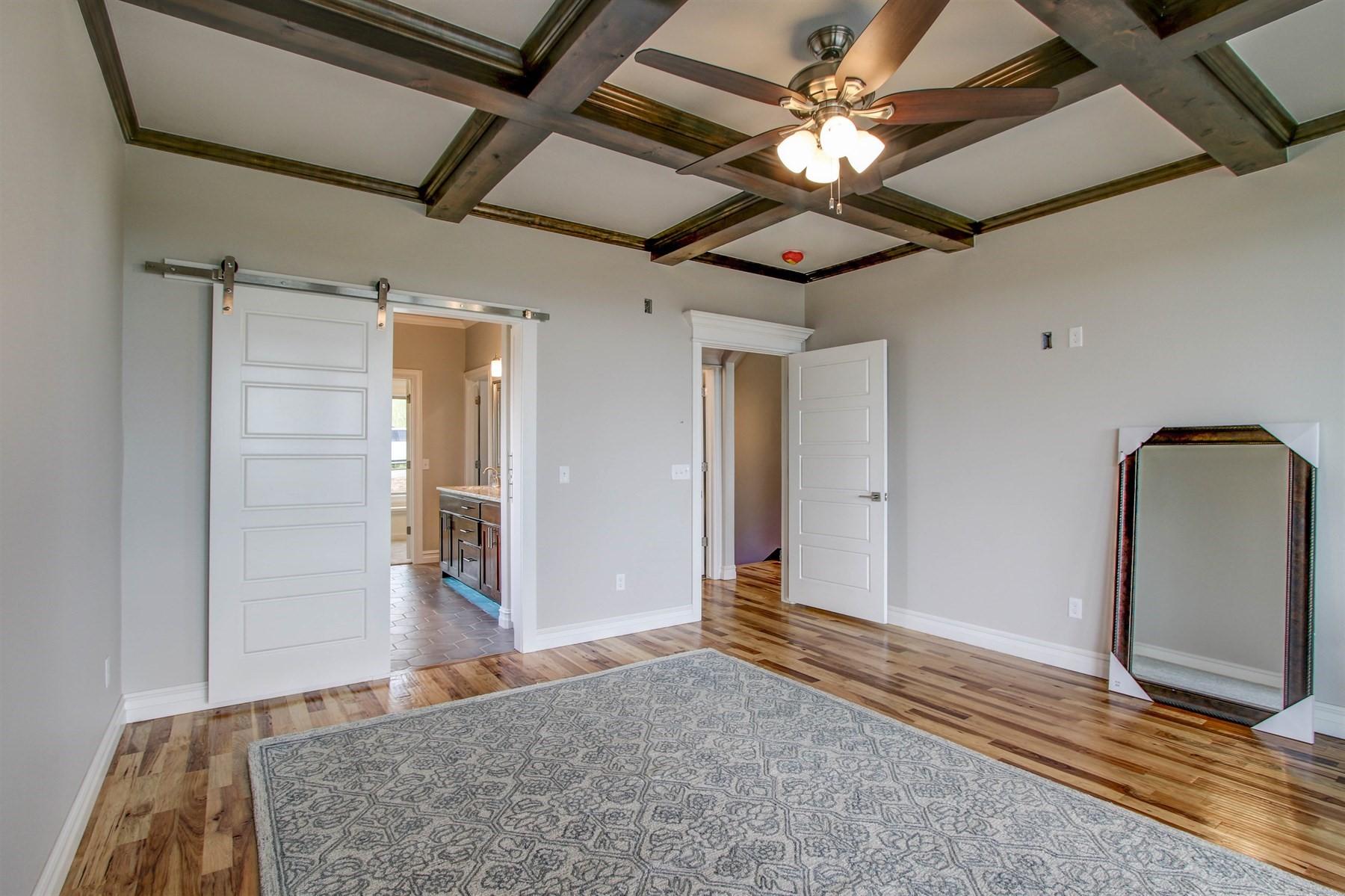 master-bedroom-49527503